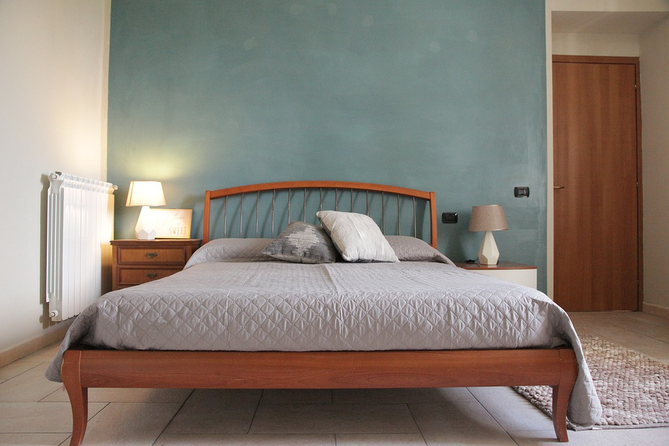 5 Tips to Decorate Your Bedroom Wall on a Low Budget
